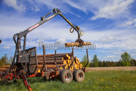 wood loading with a forwarder