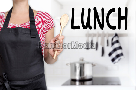 lunch koechin haelt kochloeffel hintergrund