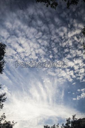 blau atmosphaere bewoelkung auslueften ludt himmel