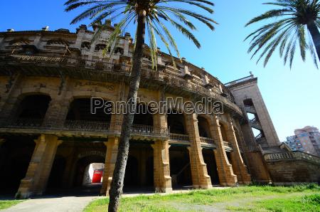 antikes stadion in mallorca und palmen