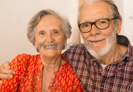 altes ehepaar im restaurant
