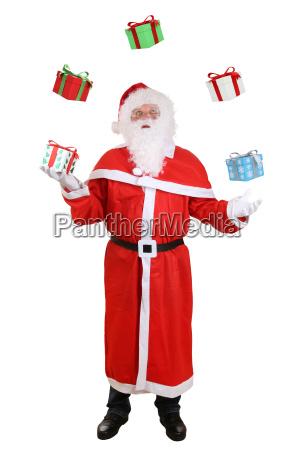 weihnachtsmann nikolaus portrait beim jonglieren von