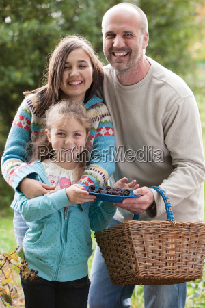 father posing with daughters