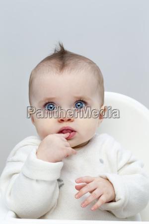 raetselhafte baby baby in highstuhl