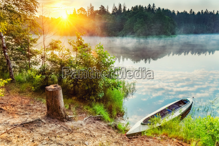 kanu auf einem see