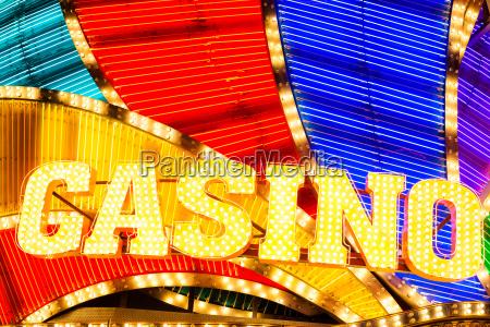 neon casino zeichen in der nacht