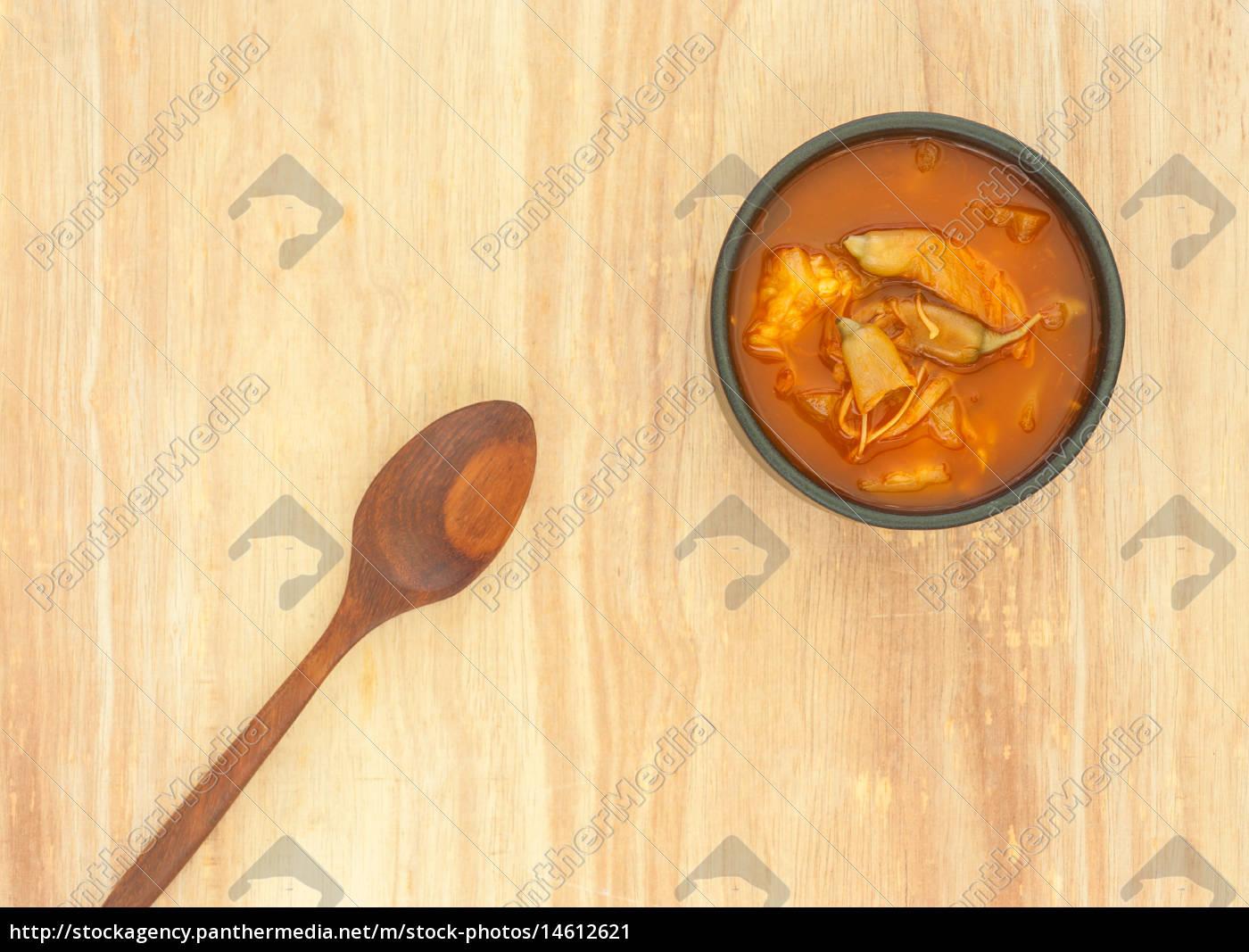 würzige, saure, suppe, gemüse, auf, holzuntergrund - 14612621