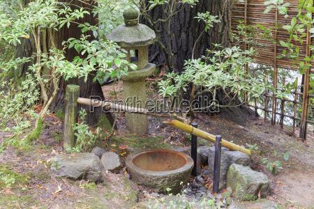tsukubai water fountain and stone lantern