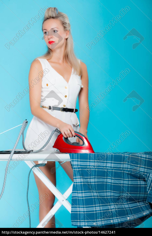 sexy m dchen im retro stil hemd b geln klein frau stockfoto 14627241 bildagentur panthermedia. Black Bedroom Furniture Sets. Home Design Ideas