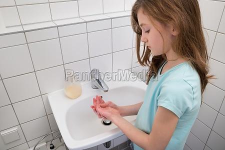 mädchen, hände, waschen, in, sink - 14631175