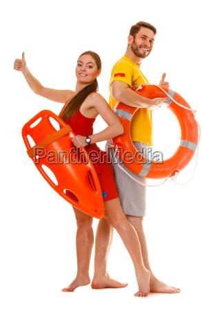 lifeguards mit rettungsring boje und rettungsboje