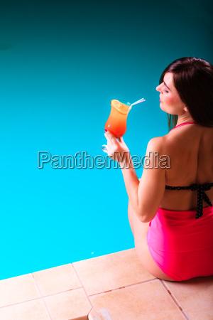 frau blau fahrt reisen trinken trinkend