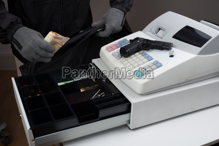 robber geld von cash register