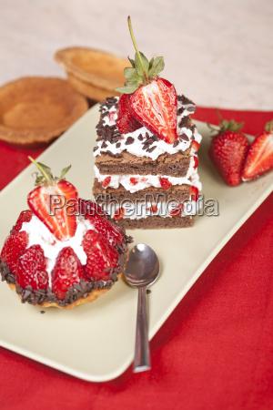 erdbeer fruchttoertchen und schokolade erdbeer kuchen