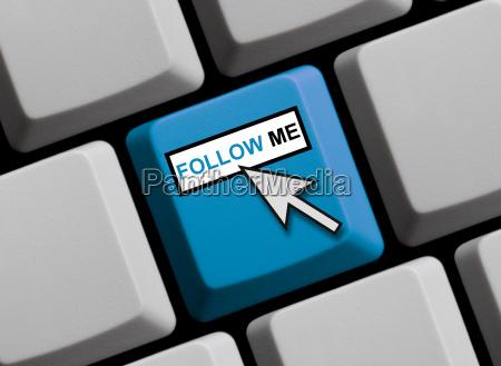 tastatur mit mauspfeil zeigt follow me