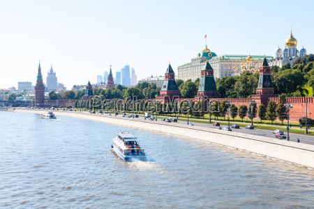boats in moskva river near kremlin