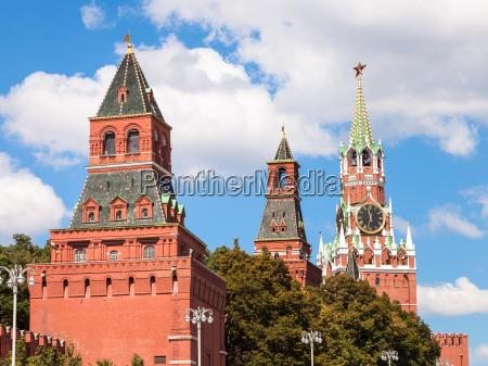 tuerme des moskauer kreml auf dem