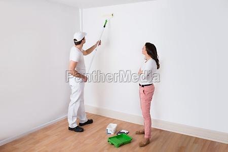 hausfrau blick in die painter malerei