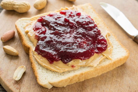 white bread with peanut butter and