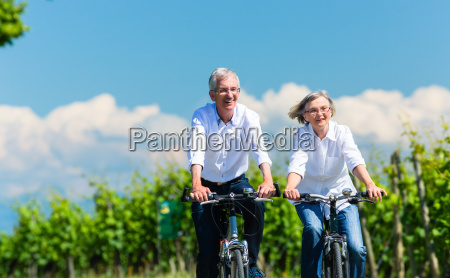 senioren, frau, und, mann, fahren, fahrrad - 14799929
