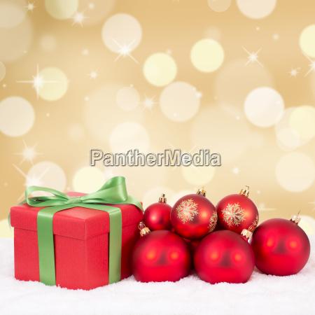 weihnachten weihnachtsgeschenke geschenke mit gold hintergrund