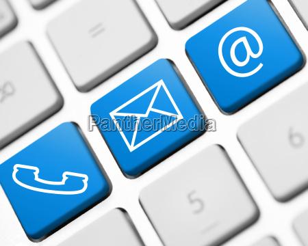 kommunikation icons auf weisser tastatur illustration