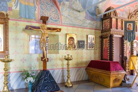 innere der kirche und ausruestung fuer