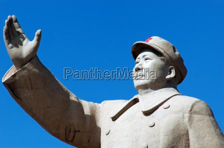 vorsitzenden mao statue