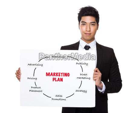 asian businessman holding ein plakat mit