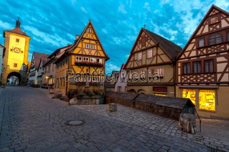 rothenburg deutschland in der abenddaemmerung