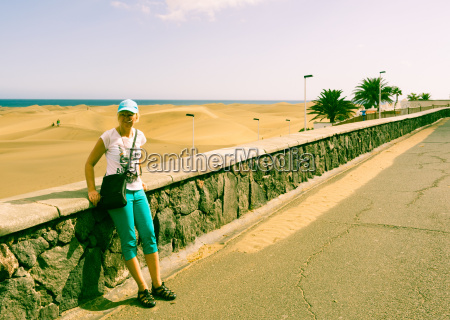 pedestrian promenade playa del ingles