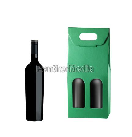 weinpaket und flasche isoliert auf weiss