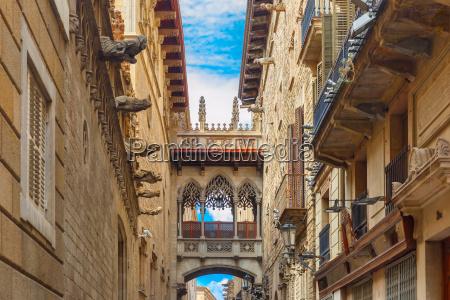 carrer del bisbe in barcelona gotische