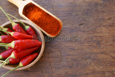 chili peppers in bowl and powder