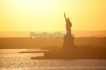liberty statue in new york at