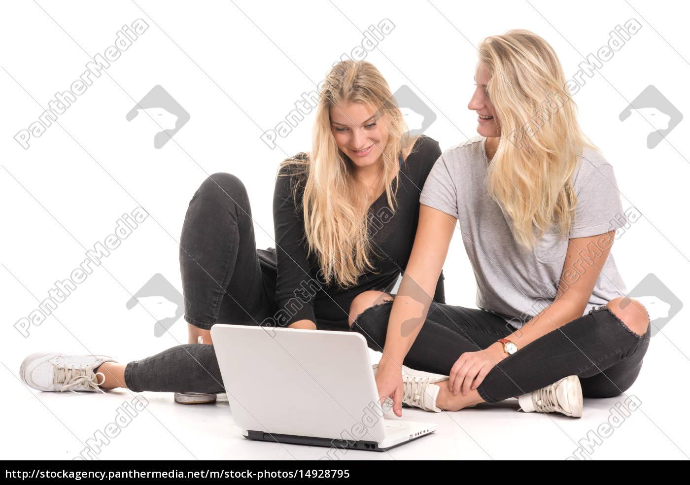 2, blonde, mädchen, sitzen, auf, dem - 14928795