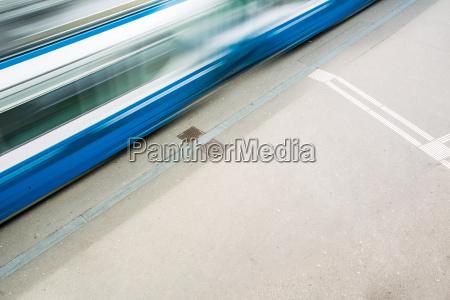 stadtverkehr konzept stadtstrasse mit einer
