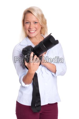 blonde frau haelt eine kamera