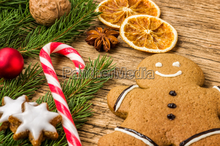 weihnachtlsdekoration mit lebkuchenmann