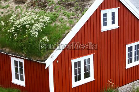 traditionelle haeuser auf den lofoten norwegen