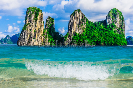 berg islands in halong bay