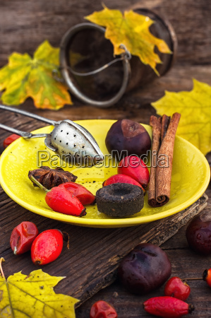 autumn rose hips tea