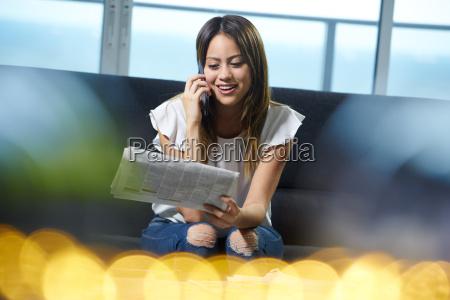 frau telefon anrufen fuer stellenanzeige auf