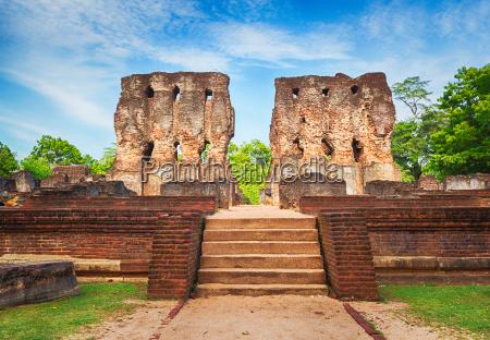 royal palace of king parakramabahu