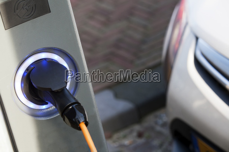 elektro auto lade