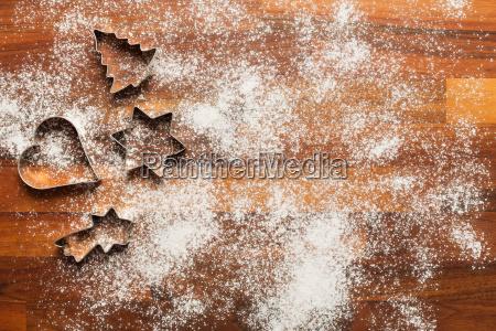 ausstecher fuer plaetzchen mit puderzucker