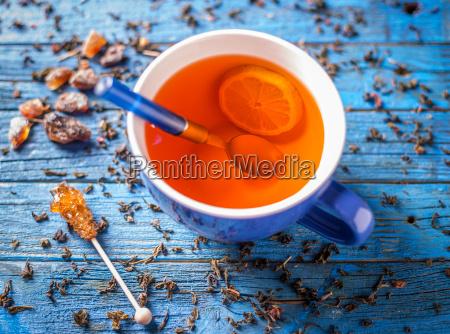 taza azul con te