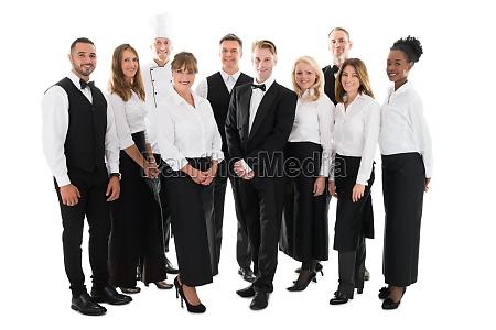 portrait of zuversichtlich restaurant mitarbeiter stehen