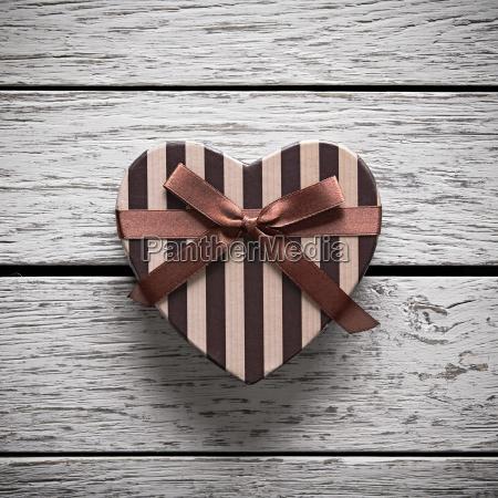 herzgeformte geschenkbox zum valentinstag