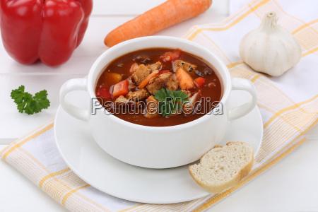 gulasch suppe gulaschsuppe suppentasse mit baguette